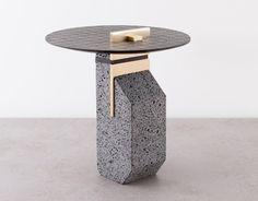 Tables et tabourets Fossilium par Formafantasma - Journal du Design