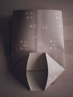 Diy Paper, Paper Crafts, Origami Folding, How To Make Paper, Diy And Crafts, Christmas Decorations, Presents, Gift Wrapping, Diy Projects