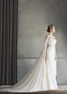 How beautiful is this Bonheur Sposa gown featuring an unique off-the-shoulder…