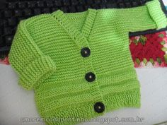 Casaquinho de Tricô | :::Amor em cada Pontinho::: Jumper Patterns, Knitting Patterns Free, Baby Cardigan, Green Cardigan, Knitting For Kids, Baby Knitting, Knit Baby Sweaters, Crochet Butterfly, Newborn Crochet