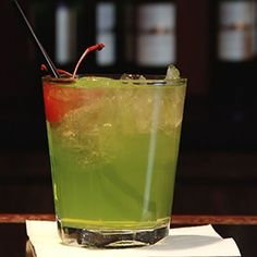 Check out this fast cocktail recipe for the Green Demon, a sweet green lemonade with vodka and rum! I'd garnish with lime a skewer of melon and blueberry. Martini Recipes, Cocktail Recipes, Drink Recipes, Types Of Alcoholic Drinks, Green Lemonade, Vodka Cocktails, Alcohol Recipes, Mixed Drinks, House Party