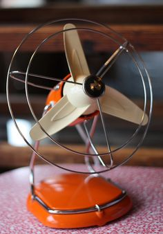 What a neat fan! Help our clients avoid heat stroke -- donate a fan today! Bring a fan by the Meals & Wheels office, 501 W. Waco Drive, to help the Meals on Wheels clients remain safe this summer. Ask for Tammy if you need more information: Antique Fans, Vintage Fans, Vintage Decor, Retro Vintage, Retro Fan, Josie Loves, Old Fan, Electric Fan, Atomic Age