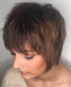 60 Short Shag Hairstyles That You Simply Can't Miss Straight Long Shaggy Pixie Are you bold enough to try one of these short shag haircuts? With this shag you'll get a funky retro look that seems like it's right out of a TV show. Short Choppy Haircuts, Shaggy Short Hair, Short Shag Hairstyles, Hairstyles Haircuts, Short Textured Haircuts, Short Choppy Bobs, Shaggy Pixie Cuts, Choppy Bangs, Edgy Haircuts