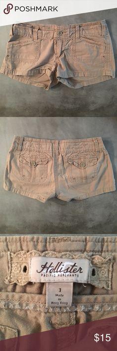 ✂️😍SALE!!!✂️ HOLLISTER KHAKI SHORTS HOLLISTER SHORTS: Gently used Hollister khaki shorts in size 3. Slanted front pockets & cargo back pockets. Great condition. Hollister Shorts Cargos