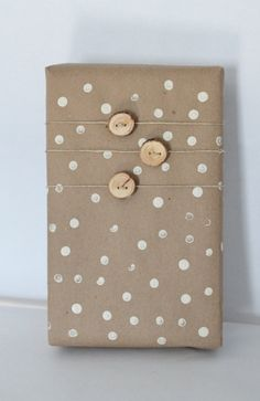 Small Wood Buttons: Rustic Modern Holiday Packaging, Fun and creative way to wrap gifts this Christmas. Wrapping Gift, Gift Wraping, Creative Gift Wrapping, Wrapping Ideas, Christmas Gift Wrapping, Creative Gifts, Christmas Tree Garland, Little Christmas Trees, Christmas Tree Decorations