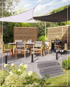 Un voile d'ombrage triangle qui saura vous protéger du soleil et s'accorder avec style à votre salon de jardin !