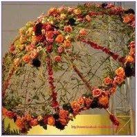 19 recycled diys that'll make you look like a genius 00013 Umbrella Wreath, Umbrella Decorations, Lace Umbrella, Umbrella Wedding, Flower Decorations, Wedding Arrangements, Flower Arrangements, 18th Debut Ideas, Floral Umbrellas