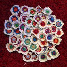 48 colorful Granny Squares for a new baby blanket done! Now I have to figure out how to arrange them before I can start the joining... // 48 Granny Squares für eine neue Babydecke sind fertig. Jetzt muss ich mich nur noch entscheiden wie ich sie anordnen soll bevor ich anfangen kann sie alle zusammenzuhäkeln... #crochet #crochetaddict #crochetersofinstagram #crochetblanket #babyblanket #babydecke #häkeldecke #häkeln #handmade #grannysquare #grannyblanket #grannydecke #selbstgemacht by…