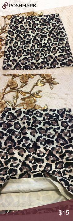 "Ann Taylor Loft Animal Print Skirt Ann Taylor Loft Animal Print Skirt side zip closure front flat pockets                                                            Measurements taken laying flat: 17"" length 17"" waist 19"" hip LOFT Skirts Mini"