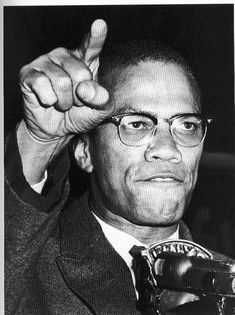 Malcolm X was an african american civil rights movement activist that enforced fighting back for freedom. Malcolm X, Martin Luther King, Images Terrifiantes, Work Images, Tiers Monde, Penguin Modern Classics, By Any Means Necessary, Civil Rights Activists, Spiegel Online