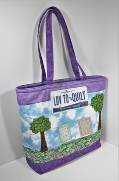 Pattern for tote bag with easy zipper pockets: use with row by row patterns or novelty fabric - pdf #FabricScissors Discount Fabric Online, Buy Fabric Online, Organizing Fabric Scraps, Fabric Cutting Table, Row By Row, Fabric Scissors, Novelty Fabric, Quilted Bag, Fabric Bags