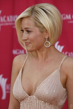 Kellie Pickler bob. I live this style! I want a change but i'd just hate the fact i cut all my hair off again :-(