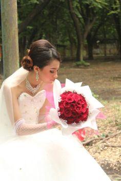 makeup artist buat prewedding melayani makeup dan persewaan gaun serta paket lengkap all pakage for photographer, location, cetak 085737156800
