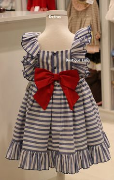 1 million+ Stunning Free Images to Use Anywhere Kids Dress Wear, Kids Gown, Dress Girl, Girls Frock Design, Baby Dress Design, Baby Girl Frocks, Frocks For Girls, Baby Frocks Designs, Kids Frocks Design