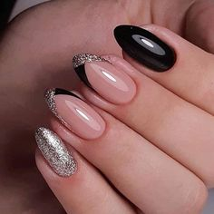 Nail art is a very popular trend these days and every woman you meet seems to have beautiful nails. It used to be that women would just go get a manicure or pedicure to get their nails trimmed and shaped with just a few coats of plain nail polish. Classy Nails, Stylish Nails, Cute Nails, Pretty Nails, My Nails, Gorgeous Nails, Hair And Nails, Latest Nail Art, Trendy Nail Art