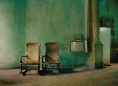 Michael Eastman, Two Chairs with TV Havana, 2002 ©Michael Eastman/Courtesy of Edwynn Houk Gallery, New York Cuban Decor, Vintage Cuba, Vintage Green, Green Rooms, Cool Tones, Detailed Image, Color Photography, Decoration, Interior And Exterior