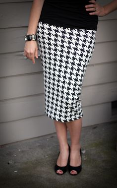 Love, love, love this blog! Small and friendly has done it again! A wonderful tutorial (link from the blog post) on making this gorgeous and shapely pencil skirt IN 30 MINUTES!