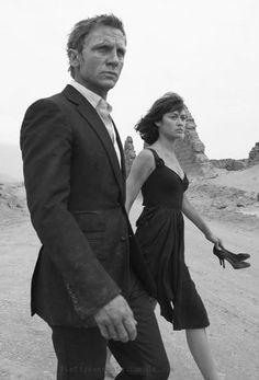 James Bond Girl n°22 - Olga Kurylenko est Camille Montes (2008) avec Daniel Craig - Quantum of Solace