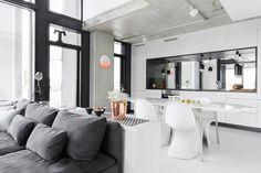 Keittiö,ruokatila ja olohuone ovat yhtä avonaista tilaa.