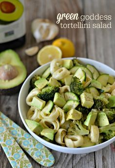 Green Goddess Tortellini Salad- cheese tortellini, avocado, zucchini, broccoli and a garlic-lemon vinaigrette.  #vegetarian mountainmamacooks.com