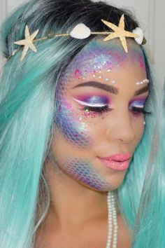 Dresses Looks like you've come to the right place Best Halloween Makeup Ideas. We've got 100 Halloween makeup ideas to take your spooky look to the next level. Pretty Halloween makeup ideas to inspire your costume. Halloween Makeup Looks, Halloween Make Up, Mermaid Halloween Makeup, Halloween Halloween, Halloween Recipe, Women Halloween, Halloween Projects, Halloween Queen, Girl Halloween Costumes