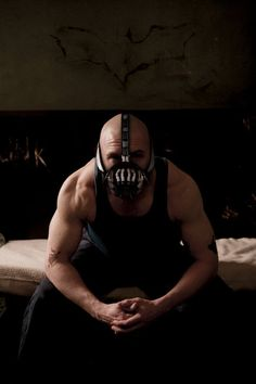 Tom Hardy as Bane. I was in love with Tom's Bane, much better than Batman and Robin's version. Tom Hardy Bane, Dc Movies, Movies And Tv Shows, Comic Movies, Star Trek, Marvel Comics, The Dark Knight Rises, Harrison Ford, Photos Of The Week