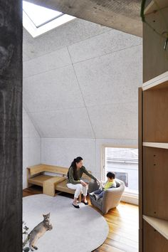 3階リビング。3.6mある天井のトップライトから光がふんだんに入る。