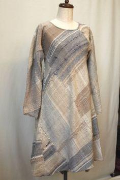 さをりの森ベガス2018年10月 (49) Loom Weaving, Hand Weaving, Recycled Fashion, Recycled Clothing, Thrift Store Refashion, Newspaper Dress, Dress Card, Japanese Sewing, Sweater Refashion