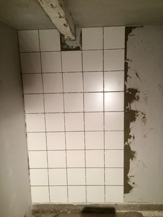Dags att fixa badrummet. Tile Floor, Flooring, Mirror, Crafts, Furniture, Home Decor, Manualidades, Decoration Home, Room Decor