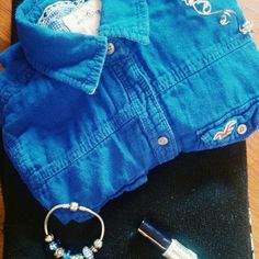 Hollister royal blue button down shirt A Hollister royal blue button down with long sleeves. Barely worn with no tears, fabric is 100 percent cotton and feels great on the skin. Restrictive if you are a small instead of an extra small. Hollister Tops Button Down Shirts