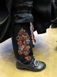 I think this is a woman's leggings and pantaloons. They used to put a bride up on a rock to check out her embroidery to see if she will be a good wife. Folk Fashion, Denim Fashion, Traditional Art, Traditional Outfits, Folk Costume, Costumes, Rosemaling Pattern, Norwegian Style, Folk Clothing