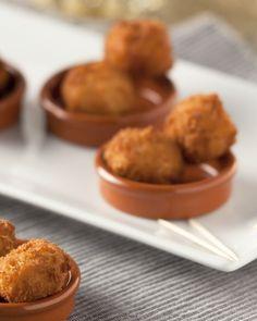 Dit Spaanse hapje is de moeite eens te maken. De kroketjes met verse vis en kappertjes brengen je in Zuiderse sferen en zijn perfect voor een zomerse apero.