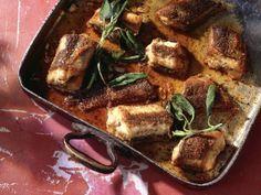 Geschmorter Aal mit Salbei ist ein Rezept mit frischen Zutaten aus der Kategorie Kochen. Probieren Sie dieses und weitere Rezepte von EAT SMARTER!