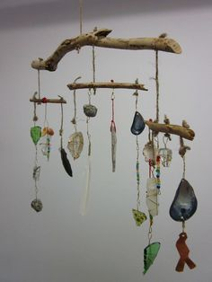 Rustic Tribal Found Object mobile. think of the bioharmony hanging succulent arrangements with beautiful wood elements (summer kid crafts wind chimes) Diy And Crafts, Crafts For Kids, Arts And Crafts, Fall Crafts, Halloween Crafts, Diy Wind Chimes, Shell Wind Chimes, Deco Nature, Driftwood Crafts