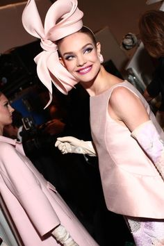 Natalia Vodianova backstage at Valentino Haute Couture Spring/Summer - women Life ideas Natalia Vodianova, Fascinator Hats, Headpiece, Fascinators, Glamorous Chic Life, Little Presents, Fancy Hats, Love Hat, Ascot