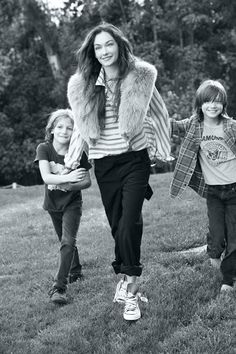 Kelly Wearstler & her babes. Super stylish mummy.