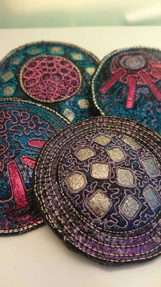 Big brooches by Angie Hughes Textile Jewelry, Fabric Jewelry, Jewelry Art, Fabric Brooch, Felt Fabric, Embroidery Art, Machine Embroidery, Creative Textiles, Fibre And Fabric