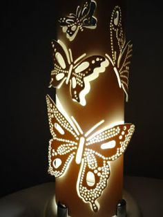 Enseñamos cómo hacer lamparas de mariposas con tubos ~ Solountip.com Pvc Pipe Crafts, Pvc Pipe Projects, Dremel Projects, Bamboo Light, Bamboo Lamp, Pipe Lighting, Cool Lighting, Decor Crafts, Diy And Crafts