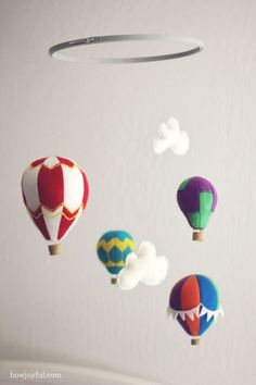Felt hot air balloon mobile DIY Baby Mobiles for a Playful Decor Addition