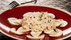 Bruno Oteiza prepara un plato de arroz cremoso con queso del Casar, hongos y jamón ibérico.