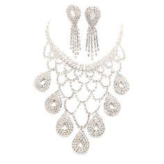 The upscale white diamond bride necklace