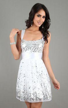 Look do dia – Vestidos brancos com detalhes em prata