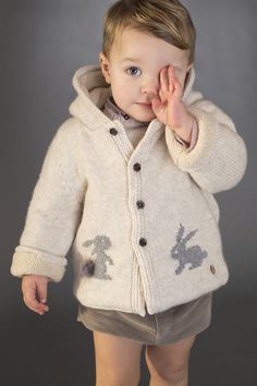 This lovely blue dress by luxury Spanish designer Pili Carrera will keep girls cosy when it gets chilly outside. Made in a soft, finely knitted cotton, cashmere and wool blend, it has cute grey bunnies on the front with fur appliqué tails. Baby Outfits, Cute Boy Outfits, Outfits Niños, Kids Outfits, Baby Boy Fashion, Kids Fashion, Stylish Baby Clothes, Pull Bebe, T Dress