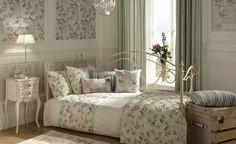 Camera da letto dai toni pastello