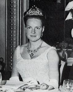 prinses irene en carel hugo - Prins Irene met diadeem en collier van de pauwenstaartparure