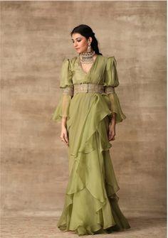 Stylish Sarees, Trendy Sarees, Dress Indian Style, Indian Dresses, Indian Saris, Indian Designer Outfits, Designer Dresses, Designer Sarees, Indian Wedding Outfits