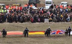 3月28日,德国之翼A320空客在法国南部坠毁的第5天,法方动员的救援队仍有400人在现场全力以赴地继续搜索调查工作。至今,第二个黑盒子仍是警方寻找的重点对象。 - 国际新闻