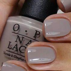 Cor linda que combina com tudo e está super na moda!!! Esmalte OPI Taup Less Beach, compre o seu em: www.lojadeesmaltes.com.br
