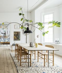 Beautiful dining decoration, using a tall tree indoor.