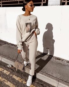 Casual Athleisure Fashion Ideas For Women can find Teen workout and more on our website.Casual Athleisure Fashion Ideas For Women 2019 Chill Outfits, Mode Outfits, Casual Outfits, Fashion Outfits, Fashion Ideas, Gym Outfits, Workout Outfits, Swag Fashion, Fitness Outfits